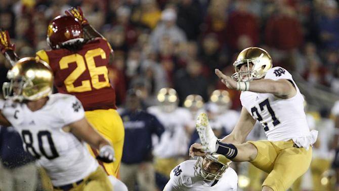 Notre Dame's Kyle Brindza (27) makes his a field goal against Southern California during the second half of an NCAA college football game, Saturday, Nov. 24, 2012, in Los Angeles. Notre Dame won 22-13. (AP Photo/Danny Moloshok)
