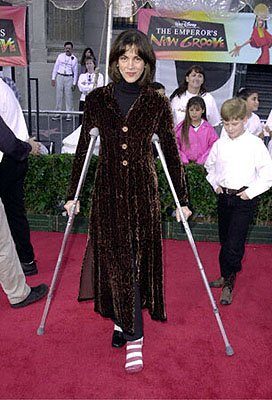 Premiere: Wendie Malick makes crutches look foxy at the Hollywood premiere of Walt Disney's The Emperor's New Groove - 12/10/2000