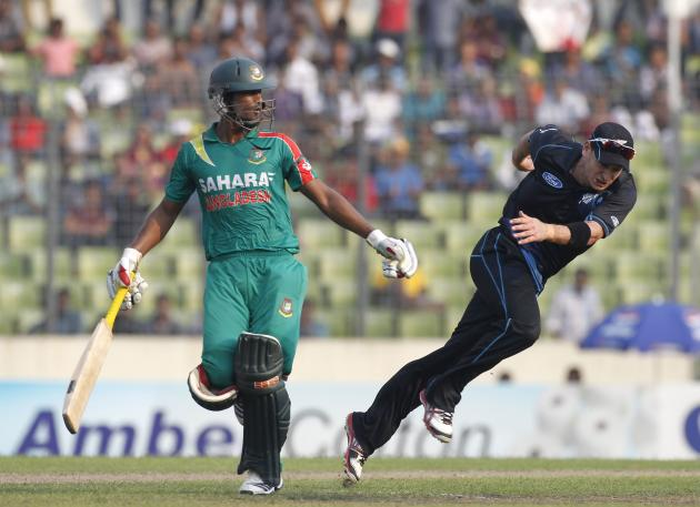 Bangladesh's Naeem Islam runs between the wickets as New Zealand's Nathan McCullum runs to catch the ball in Dhaka