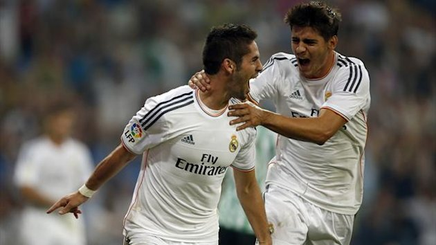 "Real Madrid's Francisco Alarcon ""Isco"" (L) celebrates with team mate Alvaro Morata after scoring the winning goal against Real Betis during their Spanish first division soccer match at Santiago Bernabeu stadium in Madrid August 18, 2013. REUTERS"
