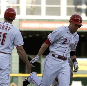 Ludwick, Reds stay hot with 6-4 win over Padres