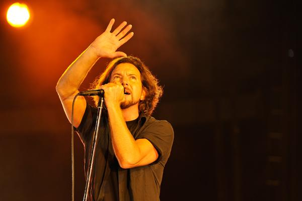 Pearl Jam Ignite Steel City Crowd With Tour Kickoff