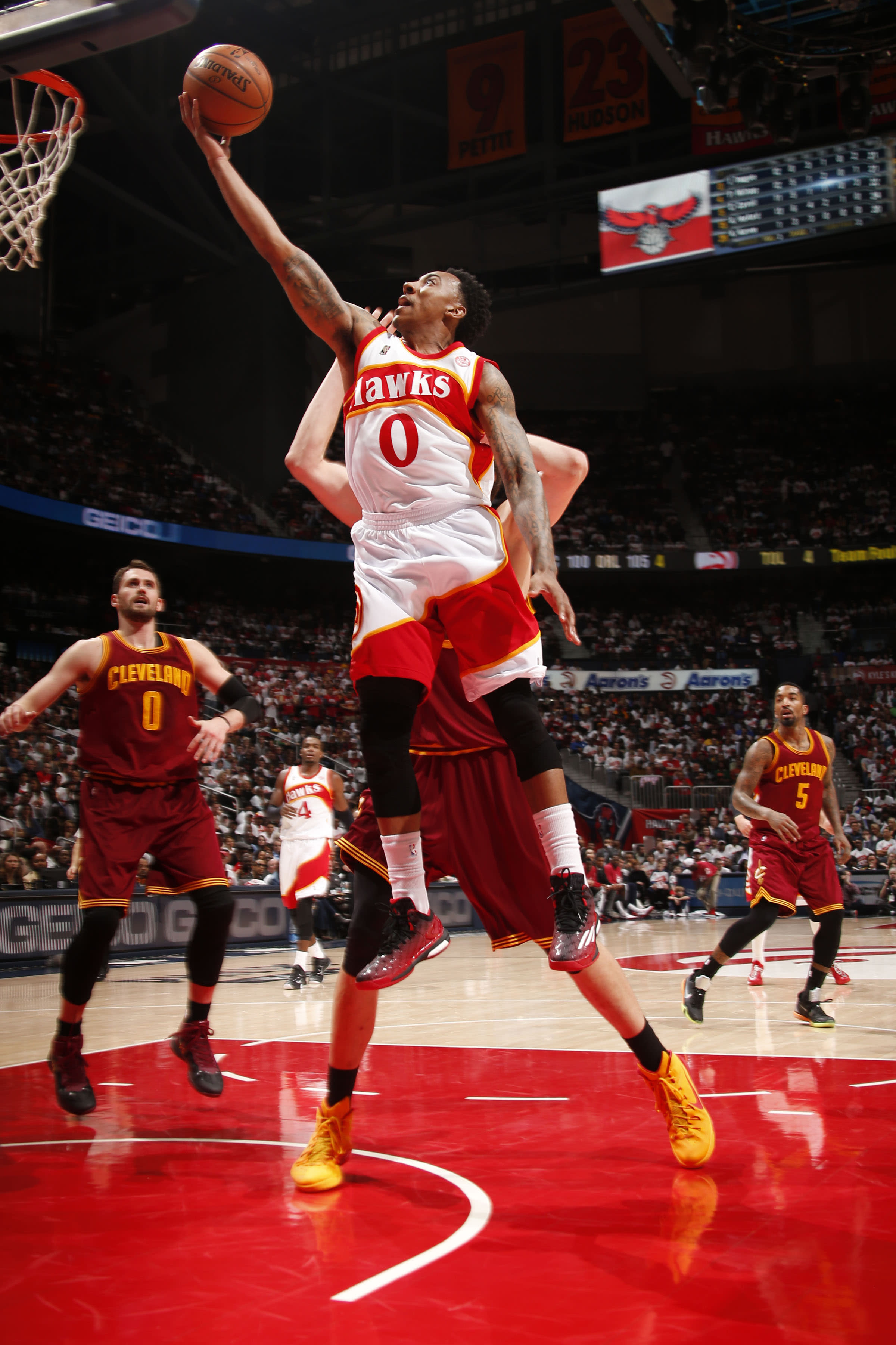 On Nique's night, Hawks pull away in 4th to beat Cavs 106-97