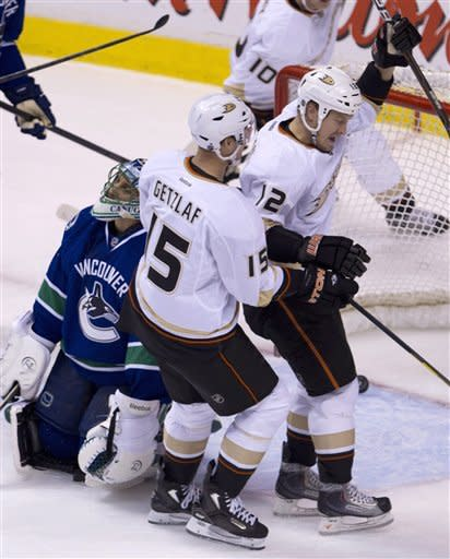 Canucks beat Ducks in SO for 7th straight win