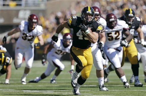 Central Michigan stuns Iowa 32-31 on late FG