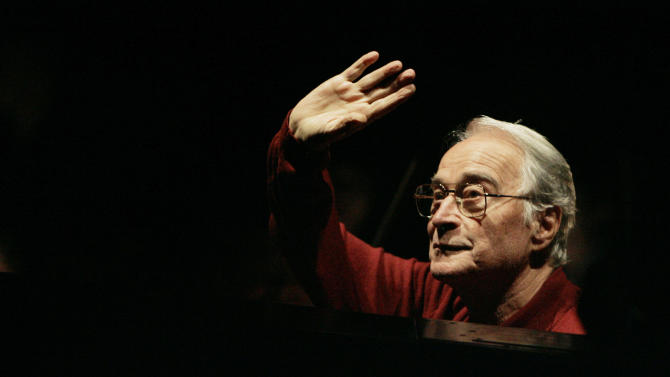 "FILE - In this Sept. 26, 2007 file photo Maestro Bruno Bartoletti waves to the audience as he takes to the podium at the beginning of rehearsal for Verdi's ""La Traviata"" at the Lyric Opera of Chicago. An Italian music company says maestro Bruno Bartoletti, who was associated with the Lyric Opera of Chicago for a half-century, has died a day before his 87th birthday, Sunday, June 9, 2013. Maggio Musicale Fiorentino said Bartoletti died in a Florence hospital Sunday after a long illness. In a career that saw Bartoletti conduct into his 80s, he served as the first music director of Chicago's Lyric Opera, starting as guest conductor there in 1956, when he was relatively unknown. Conducting frequently in Italy, Bartoletti was artistic director at Maggio Musicale from 1986-1991. He also conducted in Buenos Aires and at Milan's La Scala. (AP Photo/M. Spencer Green, File)"