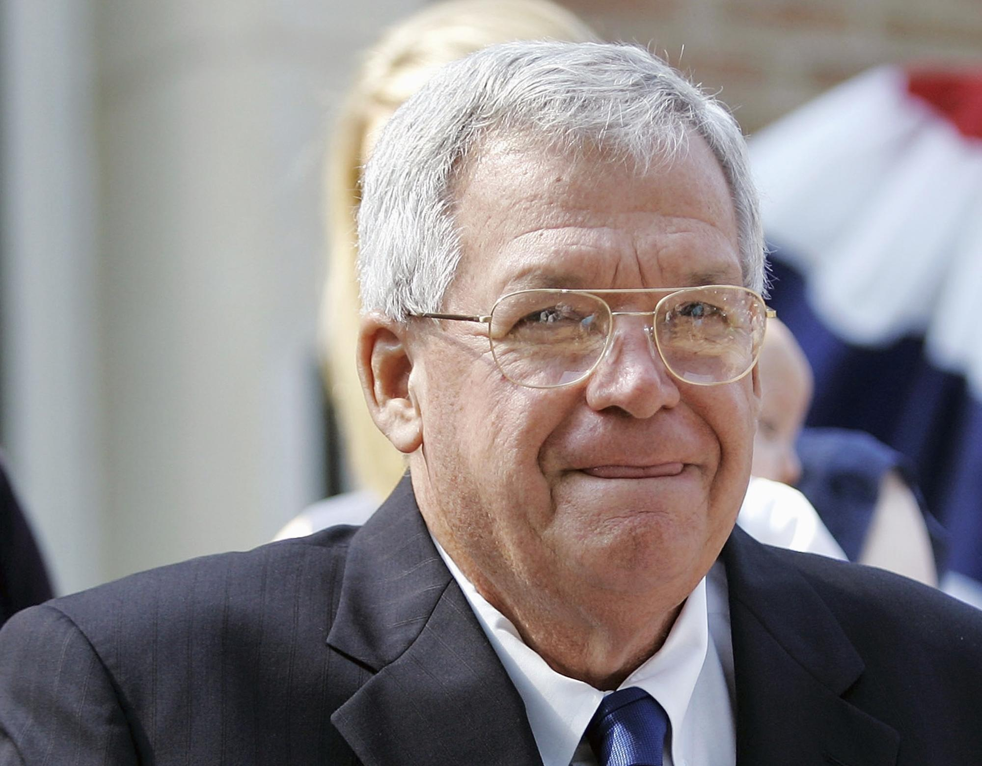 Hastert indictment offers few clues about alleged misconduct