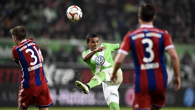 Wolfsburg's Brazilian midfielder Luiz Gustavo (C) vies with Bayern Munich's midfielder Bastian Schweinsteiger (L) during their German first division Bundesliga football match in Wolfsburg, Germany on January 30, 2015