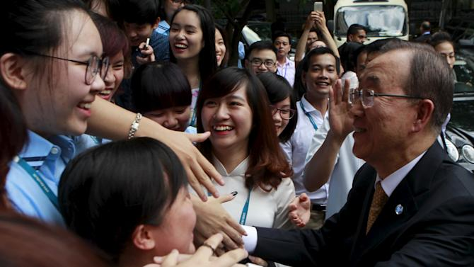 UN Secretary-General Ban Ki-moon shakes hands with students of the Vietnam's Diplomatic Academy after a talk with them in Hanoi