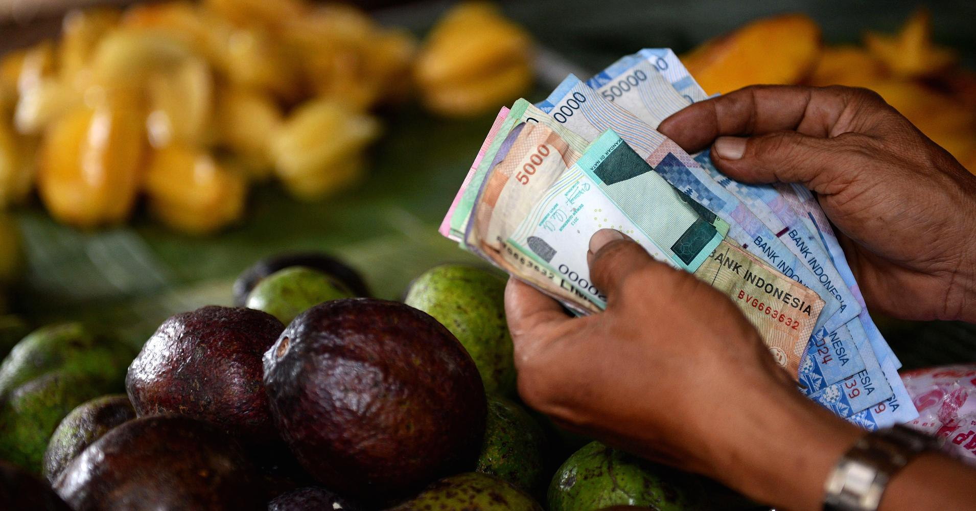 Indonesia rupiah swoons to 17-year low