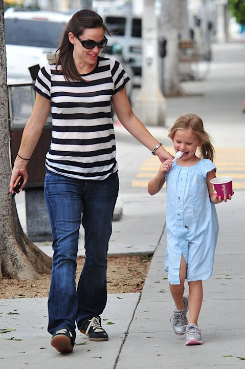 Jennifer Garner Violet Frozen Yogurt