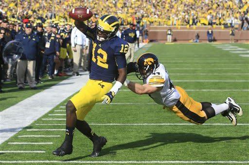 No. 23 Michigan tops Iowa 42-17 with Gardner's TDs