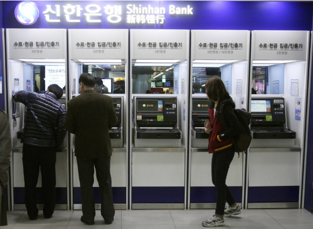 Depositors try to use automated teller machines of Shinhan Bank while the bank's computer networks are paralyzed at a subway station in Seoul, South Korea, Wednesday, March 20, 2013. Computer networks