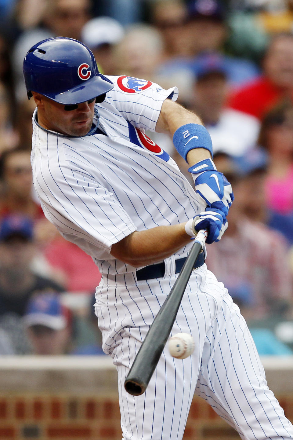 Castro helps Cubs beat Phillies 4-3