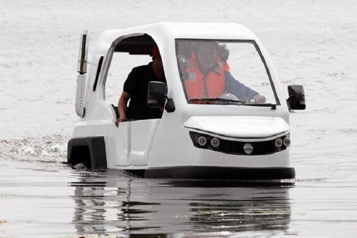 Watch This Rickshaw Go From Land to Water and Back Again