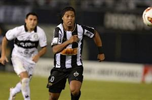 Besiktas wants Ronaldinho, confirms Bilic