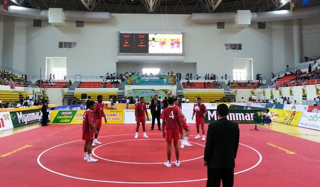 Singapore's sepak takraw boys stuck their best foot forward for chinlone. (Yahoo Photo)