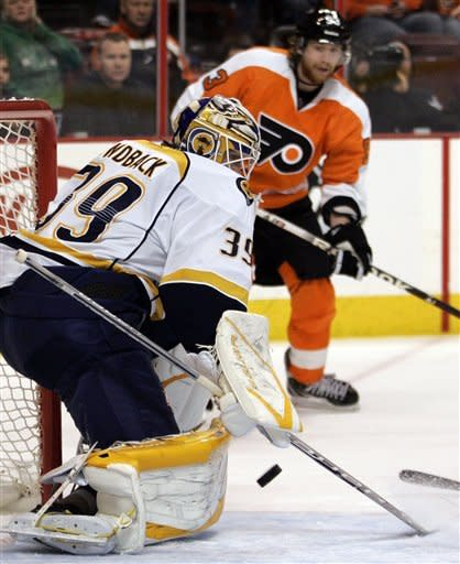 Simmonds helps Flyers snap Predators' streak at 5