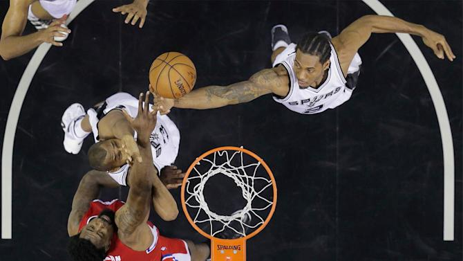 San Antonio Spurs beat Los Angeles Clippers 100-73; lead 2-1 in series