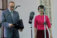 Myanmar opposition leader Aung San Suu Kyi and Australian Foreign Minister Bob Carr address the press after a meeting at Suu Kyi&#39;s house in Yangon on June 6. Australia will lift remaining sanctions against Myanmar and more than double its foreign aid to encourage democratic reforms, the country&#39;s foreign minister said after talks with the government