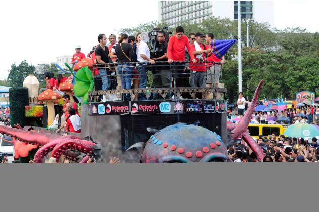 "The float of the MMFF 2012 entry ""Si Agimat, Si Enteng Kabisote at Si Ako"" makes its way through the crowd at the 2012 Metro Manila Film Festival Parade of Stars on 23 December 2012.(Angela Galia/NPPA"