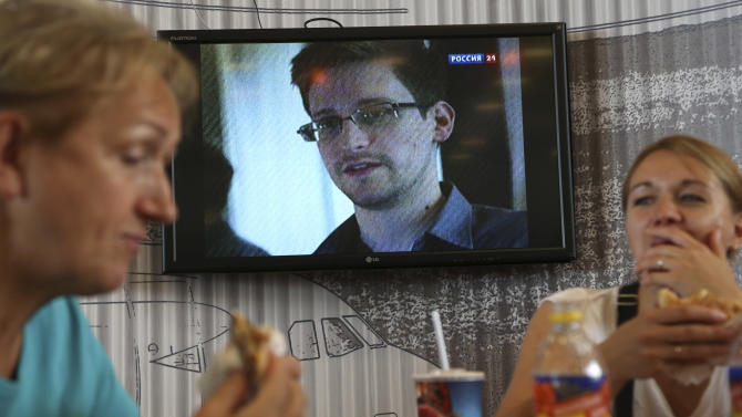 Snowden mystery deepens: All eyes on airport