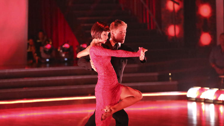 Singer Kellie Pickler named new 'Dancing' champ