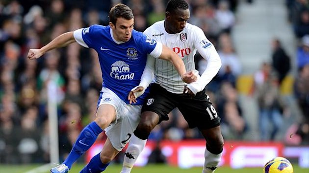 Everton's Seamus Coleman (left) and Fulham's Mahamadou Diarra battle for the ball