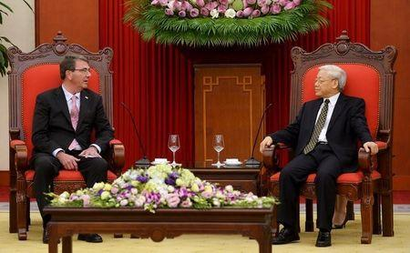 U.S. Secretary of Defense Ash Carter and Vietnam's Communist Party General Secretary Nguyen Phu Trong talk at the party's headquarters in Hanoi