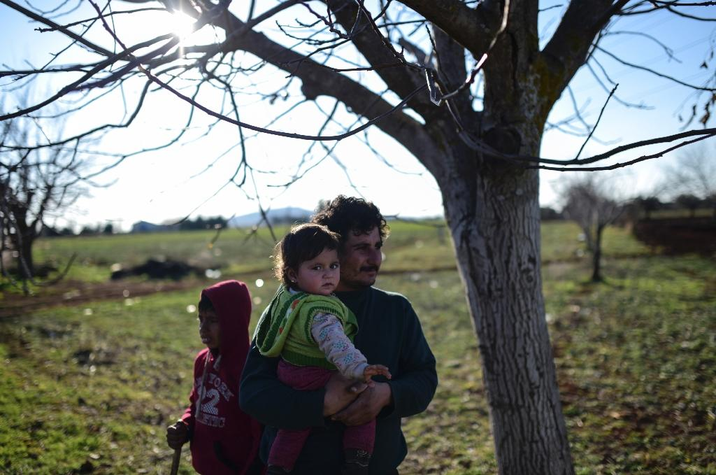 UN urges Turkey to open borders, end to bombing of Syria's Aleppo