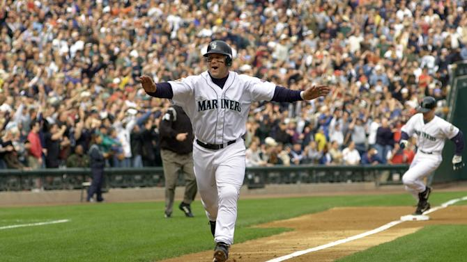 15 Oct 2001: Edgar Martinez #11 of the Seattle Mariners score the first run against the Cleveland Indians during the second inning of the American League Divisional Series at SafeCo Field in Seattle, Washington. DIGITAL IMAGE Mandatory Credit: Otto Greule/ALLSPORT