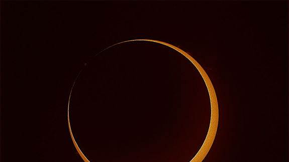 Spectacular 'Ring of Fire' Solar Eclipse Wows Skywatchers (Photos)