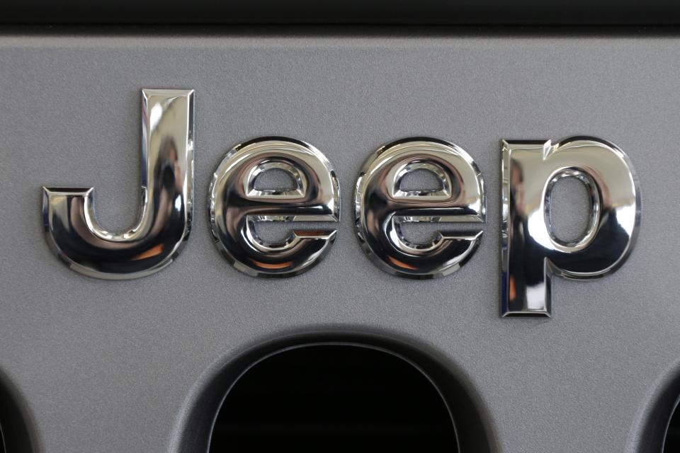 Chrysler to recall 630,000 SUVs worldwide