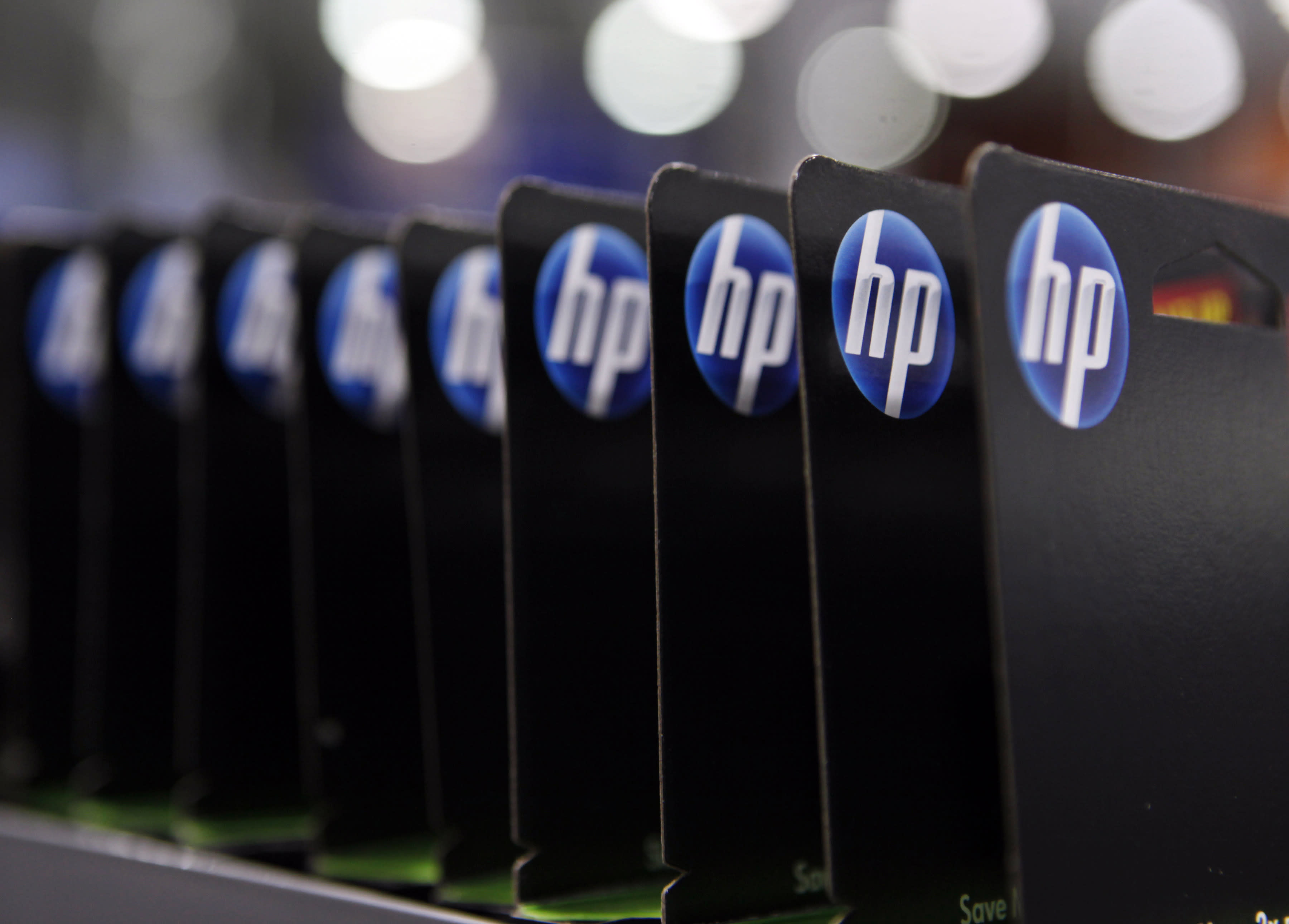 HP up on split, Expedia says 'so long' to eLong, Aeropostale tanks on Q1