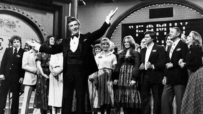 "FILE - In this May 8, 1978 file photo, Richard Dawson, foreground, is in his familiar role as host of ""Family Feud"" when the casts of ABC's comedy series ""Eight is Enough,"" ""The Love Boat,"" ""Soap,"" and ""Three's Company"" compete to benefit charity. Dawson, the wisecracking British entertainer who was among the schemers in the 1960s sitcom ""Hogan's Heroes"" and a decade later began kissing thousands of female contestants as host of the game show ""Family Feud"" has died. He was 79. (AP Photo, File)"
