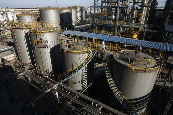 China oil majors barred from expanding refineries - Yahoo! News