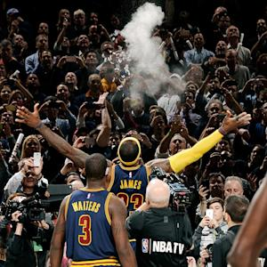 Fans don't join Lebron James in chalk toss
