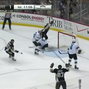 Chris Kunitz Goal on Alex Stalock (08:04/1st)