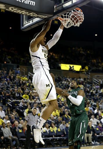 No. 5 Michigan rolls into semifinal of NIT Tip-Off