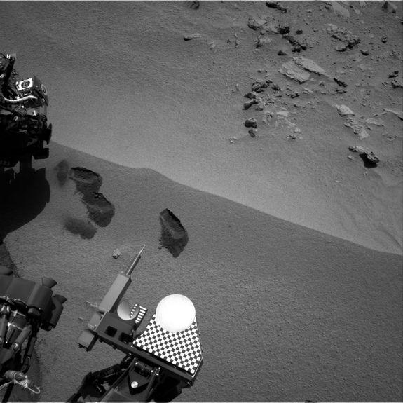 Curiosity Rover's Chemistry Lab Takes 1st First Taste of Mars Soil