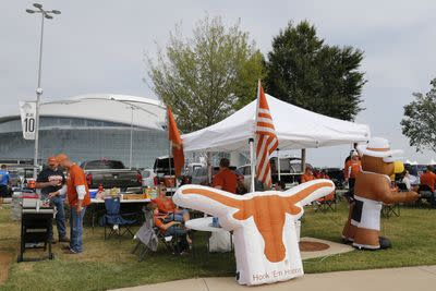 Longhorns fan pursues tailgate beer thieves, has fistfight in the back of a moving pickup truck