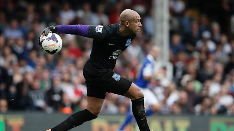 Everton's US goalkeeper Tim Howard rolls the ball out during the English Premier League football match between Fulham and Everton at Craven Cottage in London on March 30, 2014