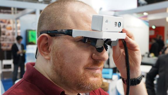 Dual-Eye Augmented Reality Goggles Recognize Faces, Gestures