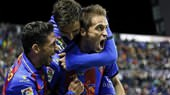 Los jugadores del Levante celebran un gol
