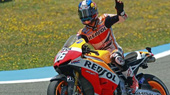 Pedrosa saluda a la grada