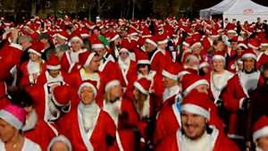 Thousands take part in Santa Run