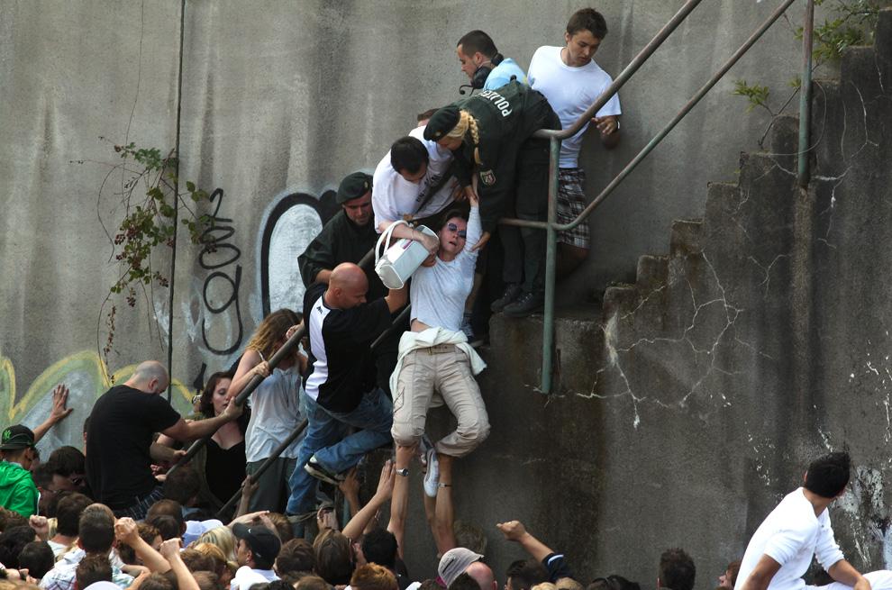 Las fotos del año 2010 Loveparade-REUTERS-Daniel-Naupold