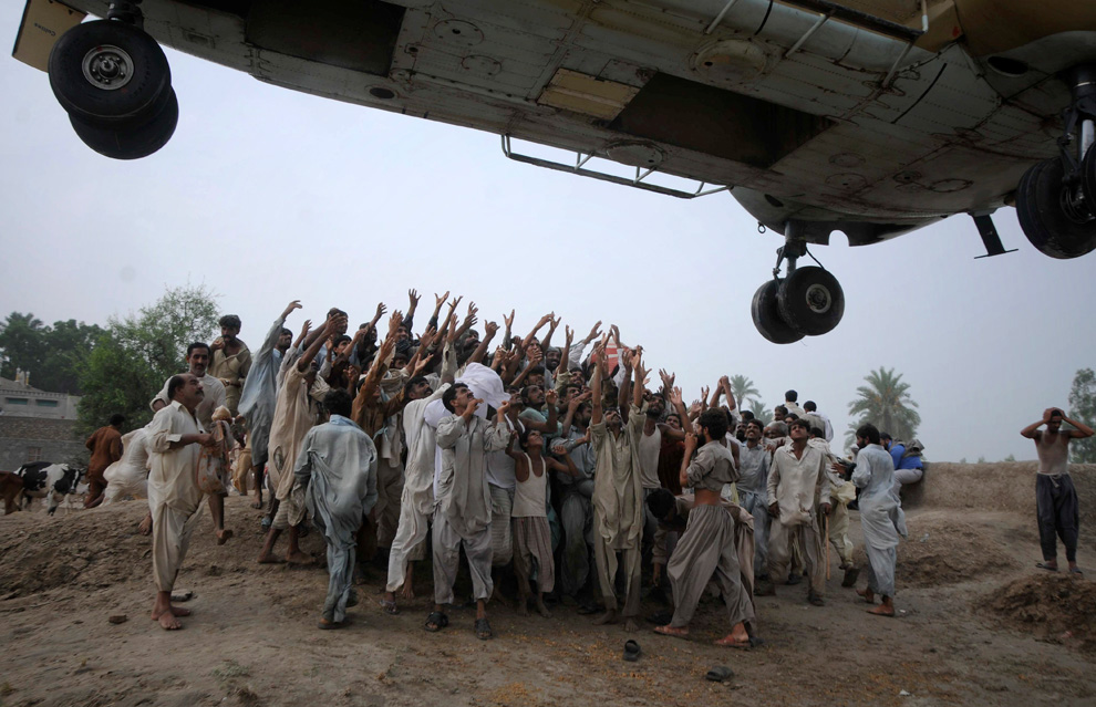 Las fotos del año 2010 Pakistan-AP-Photo-Khalid-Tanveer