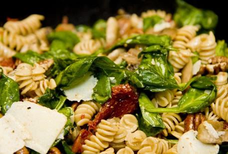 http://l.yimg.com/ep/wpprod/32/2011/03/Pasta-de-espicana-queso-feta.jpg