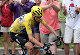 Chris Froome crashes, borrows bike, grits teeth, saves Tour de France lead